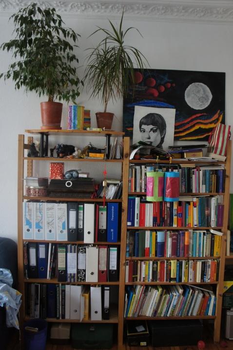 So sieht unser aktuelles Bücherregal aus