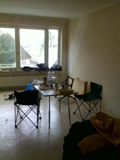 Wohnzimmer mit fast finaler Essgarnitur